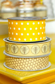 honeycomb ribbon chocolate beehive cupcakes a giveaway for atlas sweet