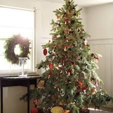 professional tree decorators decorating