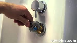 changer un mitigeur cuisine r parer un mitigeur qui fuit la base et changer sa cartouche joint