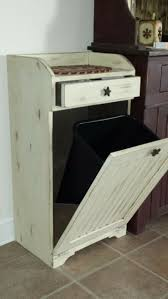 Designer Kitchen Trash Cans by Best 25 Rustic Kitchen Trash Cans Ideas On Pinterest Trash Can