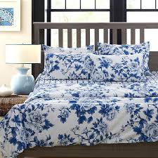relaxing and beautiful blue and white bedding sets