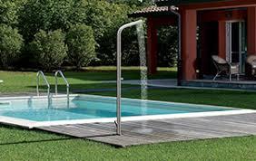 box doccia da esterno piscine e docce da esterno sfoglia il catalogo di living corriere