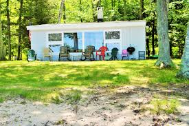 vacation homes and cottages on crystal lake big platte lake bear