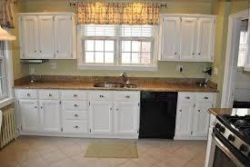 peinture d armoire de cuisine comment relooker une cuisine ancienne maison design bahbe com