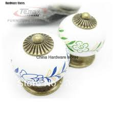 kitchen cabinets door knobs