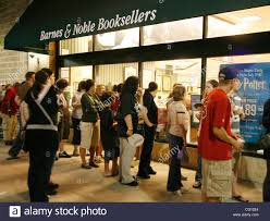 Barnes And Noble Baltimore Jul 21 2007 Baltimore Ma Usa People Line Up Outside The