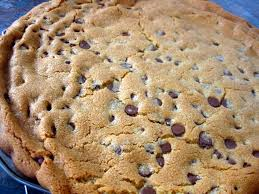 make a giant chocolate chip cookie in a pizza pan for ppl who don