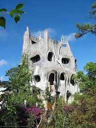 weird house 11 totally weird buildings from around the world homes and hues
