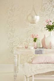 beautiful all over large trailing floral wallpaper design in a