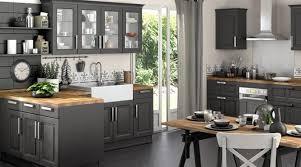 cuisine plan de travail en bois cuisine grise plan de travail bois credence pour 2 davaus et avec