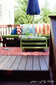 Diy Wood Pallet Outdoor Furniture by Diy Pallet Furniture A Patio Makeover