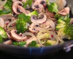 cuisiner brocolis a la poele poêlée chignons et brocolis et gourmandise