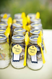 cadeau mariage invitã mariage coloré idee cadeau invité petits pots ingrédients