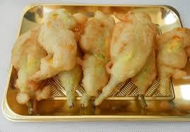 fiori di zucca fritti in pastella fiori di zucca fritti ripieni di ricotta di bufala dal dolce al