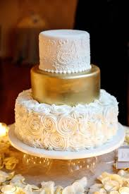 Halloween Themed Wedding Cakes Best 25 Gold Wedding Cakes Ideas Only On Pinterest Gold Big