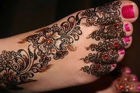 10 striking mehndi designs for legs and