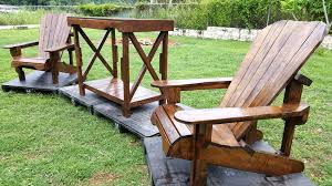 Recycled Adirondack Chairs Pallet Adirondack Chair And Table Set Pallet Furniture Diy