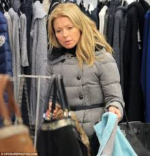 how does kelly ripa style her hair kelly ripa lets her guard down as she goes make up free on