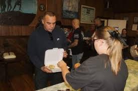 american legion volunteers deliver thanksgiving dinners