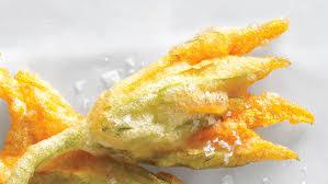fiori di zucca fritti in pastella fiori di zucca fritti come friggere i fiori di zucca per farli