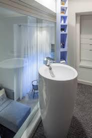 Schlafzimmer Und Badezimmer Kombiniert Schlafzimmer Mit Bad Hinter Glaswand Loft Wohnung In Tel Aviv
