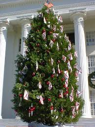Christmas Tree Shop Flagpole by Creative Christmas Decor With Bunting And Patriotic Christmas Displays