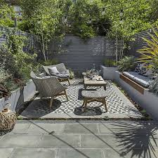 adorable design ideas for your small courtyard best 25 courtyards ideas on courtyard ideas atrium