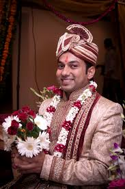 hindu wedding attire file smiling groom indian hindu wedding jpg wikimedia commons