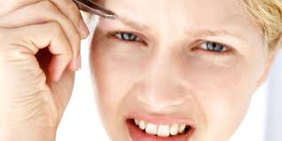 How To Tweeze Your Eyebrows Eyebrow Plucking Tips How To Make Plucking Your Brows Less Painful