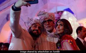 Big Photo Album Aaradhya And Shweta Bachchan Fill Up Amitabh Bachchan U0027s Family