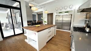cuisine contemporaine bois massif déco cuisine contemporaine blanche 98 montpellier 29292247 lit