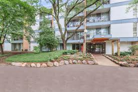 abbey apartments at four lakes apartment homes in lisle il