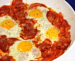 cuisiner oeuf oeufs à la tomate et chorizo recette de oeufs à la tomate et
