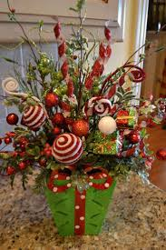 Christmas Centerpieces For Tables by Best 25 Christmas Floral Arrangements Ideas Only On Pinterest
