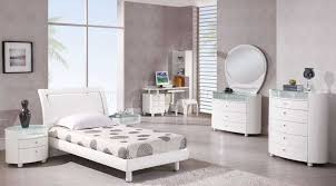 Emily Bedroom Furniture Emily Bedroom Set In White High Gloss Finish By Global
