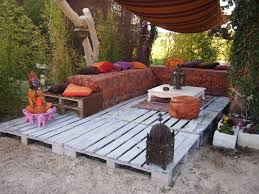 Patio Pallet Furniture by Everything You Need For A Killer 4th Of July Bash 1001 Pallets