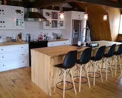 comptoir de cuisine sur mesure armoire de cuisine blanche îlot live edge cuisine chêtre