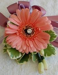 How To Make Corsages And Boutonnieres D I Y Wedding Flowers How To Make Corsages And Boutonnieres