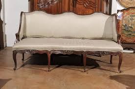 canapé king size 1720s régence period walnut three seat canapé à oreilles with