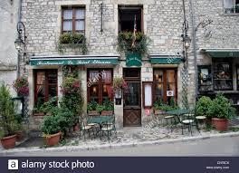 french house vezelay france pittoresk typical french house building tourism