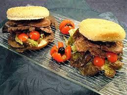 cuisiner un hamburger hamburger royal la recette facile par toqués 2 cuisine