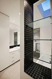 carrelage noir brillant salle de bain revêtement mural salle de bain 55 carrelages et alternatives