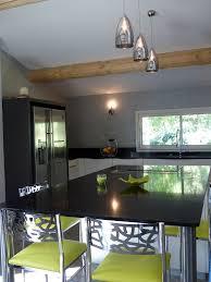plan de travail cuisine noir paillet plan de travail cuisine en verre ce matriau de plus en plus dans