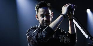 Linkin Park Linkin Park S Mike Shinoda Pays Tribute To Chester Bennington On