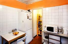 cuisine équipée bon marché logement étudiant dans un appartement partagé à barcelone happycasa