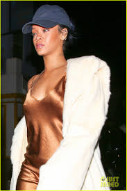 rihanna makes her short gold dress look super glam photo 3507047