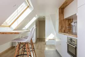 cuisine sous pente combles aménagés en chambre salle de bains cuisine salon côté