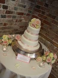 choosing your wedding cake rock bakehouse nu bride