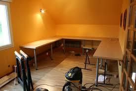 poser plan de travail cuisine pose d un plan de travail cuisine sur un pan de mur