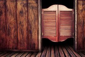 porte battant cuisine porte saloon tout sur la pose d une porte saloon ooreka